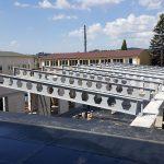 5. Ocelové nosníky stropu nad šatnami